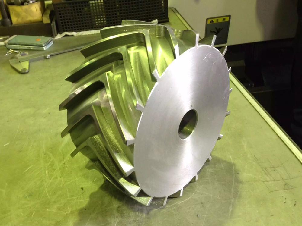 NC円テーブルによる4軸加工を施した特殊ローラー